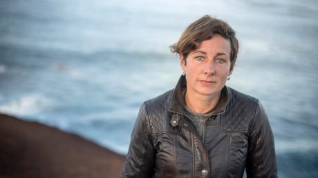Juli Zeh, 46, stammt aus Bonn und lebt selbst mit Familie in der ostdeutschen Provinz. Sie gehört zu den Stars der deutschen Gegenwartsliteratur, mischt immer wieder in Gesellschaftsdebatten mit und ist Mitglied der SPD.