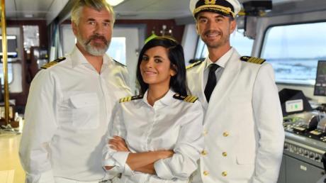 Auf großer Fahrt: Dr. Delgado (Collien Ulmen-Fernandes), Kapitän Max Parger (Florian Silbereisen, r) und Staffkapitän Martin Grimm (Daniel Morgenroth).