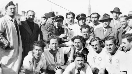 Meister geworden: Die Spieler der jüdischen Fußballmannschaft Ichud Landsberg haben sich in München gegen die Teams aus Ulm, Feldafing und Frankfurt durchgesetzt.