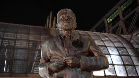 Eine große Statue am Berliner Hauptbahnhof zeigt den Entertainer Klaas Heufer-Umlauf.