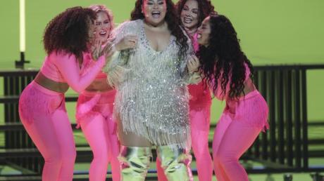 Wurde ihrer Favoritenrolle gerecht: Sängerin Destiny (m.) im ersten Halbfinale des Eurovision Song Contest (ESC) in Rotterdam.
