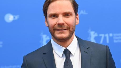 Der Regisseur und Schauspieler Daniel Brühl bei der Premiere des Films «Nebenan».