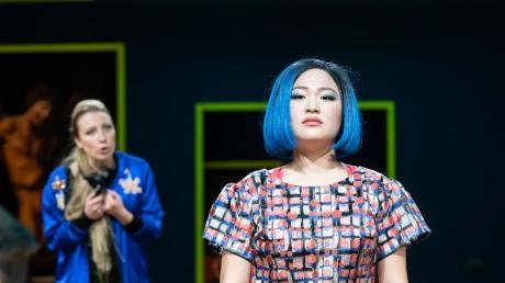 """Orfeo ed Euridice"" am Staatstheater Augsburg mit Natalya Boeva (links) und Jihyun Cecilia Lee."