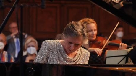 Nähe zu seinen Akteuren – das ist eines der Erfolgsgeheimnisse der Fronhof-Konzerte. In der zweiten Orchestergala trat Pianistin Janina Fialkowska als Solistin auf.
