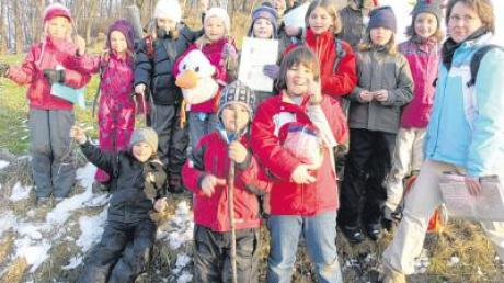 Das sind die Waldgeister mit Gruppenleiterin Sabine (rechts) und der Zeitungsente Paula Print.