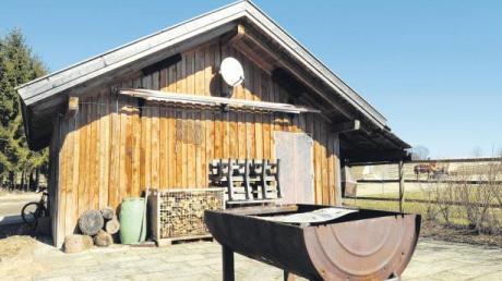 Die Jugendhütte an der Grenze der Gemeinden Eresing und Greifenberg westlich von Beuern wächst sich zu einem kleinen Politikum aus.