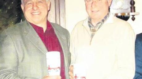 Josef Geyer (links) und Georg Stimmelmeyer wurden für 25-jährige Mitgliedschaft bei der Feuerwehr Igling geehrt.