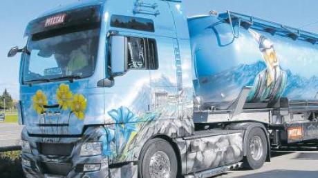 Solche und andere liebevoll hergerichteten Laster kann man beim Truckertreffen am Lustberghof bestaunen.