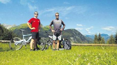 Robert Rauch aus Apfeldorfhausen und Thomas Gebhard aus Peißenberg erkundeten die Berge mit den Fahrrädern.