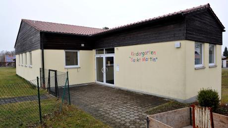 Der Kindergarten St. Martin in Penzing (links) wird saniert. Bereits seit September sind die Kinder in einem Teil der Grundschule untergebracht. Bis Herbst soll die Sanierung abgeschlossen sein.