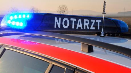 Im nördlichen Landkreis Augsburg ist in der Nacht auf Freitag ein Radfahrer tödlich verunglückt.