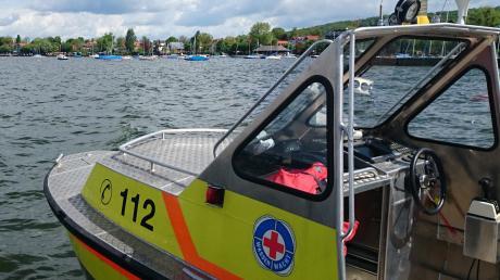 Wasserwacht und Polizei wurden am Donnerstagabend zwischen Riederau und Herrsching wegen eines betrunkenen Schwimmers auf Trab gehalten.