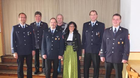 Bei der Reichlinger Feuerwehr (von links): Johann Riesemann (Zweiter Kommandant), Alfons Düringer (Kreisbrandmeister), Elmar Dirr (30 Jahre aktiv), Wolfgang Bauer (Abschied aus dem aktiven Dienst), Bürgermeisterin Margit Horner-Spindler, Norbert Forschner (30 Jahre aktiv) und Johann Haberl (Kommandant).