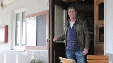 """Die Türen öffnen sich bald wieder: Zoltan Doboczi ist der neuen Wirt von """"Widmanns Wirtshaus"""" in Egling."""