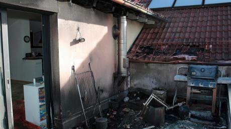 Bei einem Wohnhausbrand in Egling in der Nacht auf den zweiten Weihnachtsfeiertag ist laut Polizei ein Sachschaden in Höhe von rund 100000 Euro entstanden.