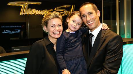 Christoph Sandner mit seiner Frau Christiane und Tochter Marie bei der Weihnachtsfeier der Ice Tigers Nürnberg.
