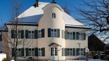 Im wunderschönen ehemaligen Pfarrhof befindet sich der Sitz der Apfeldorfer Gemeindeverwaltung.