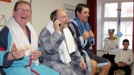 Leonhard Bader, Helmut Ehle und Matthias Baab (von links) als Saunagänger sorgten für Lachsalven beim Apfeldorfer Seniorenfasching.
