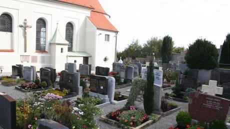 Auf den Friedhöfen Issing (Bild), Mundraching, Pflugdorf und Stadl sollen Urnen-Stelen aufgestellt werden.