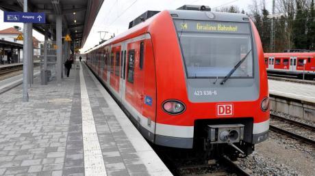 Der Bahnhof München-Pasing ist am Montagabend wegen eines Polizeieinsatzes komplett gesperrt worden.