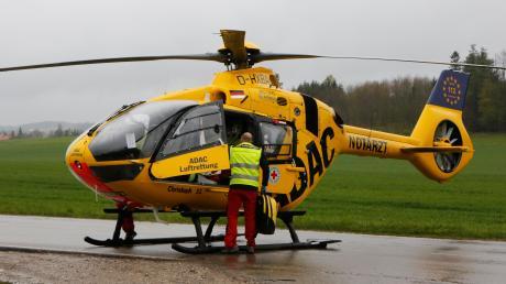 Ein Verkehrsunfall hat sich am Donnerstag zwischen Schwifting und Landsberg ereignet. Eine Beifahrerin wurde dabei schwer verletzt und wurde von einem Rettungshubschrauber weggeflogen.