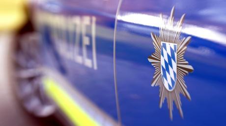 In Friedberg stößt ein Autofahrer mit einem 14-jährigen Mädchen zusammen. Sie musste ins Krankenhaus.