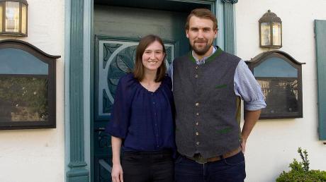 """Anna-Maria Baumgartner und Julian Resch übernehmen am Mittwoch den """"Goldenen Apfel"""" in Apfeldorf – und wollen den Stil des Hauses fortführen."""