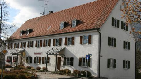 Im Zuge des Neubaus eines Sozial- und Pflegezentrums am Weidenweg soll auch das Gemeindehaus in der Hauptstraße in Egling durch einen Neubau ersetzt werden.