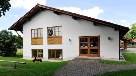 """Jetzt heißt die Apfeldorfer Schule """"Grundschule Apfeldorf-Kinsau"""". Auf eine Umbenennung nach einer Persönlichkeit konnten sich die Gemeinderäte nicht einigen."""