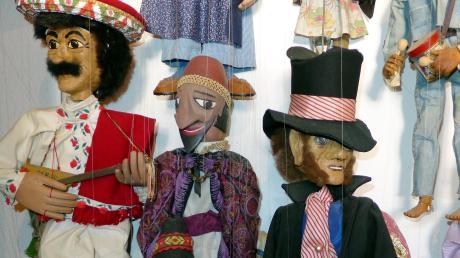 Unzählige handgefertigte Marionetten sind in den Besitz der Gemeinde Rott gelangt. Die lässt nun den Wertermitteln.