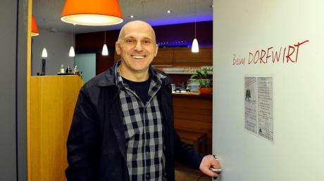 """Igor Dodig betreibt ab Februar mit seiner Familie die Gastwirtschaft """"Beim Dorfwirt"""" im Bürgerhaus Schwifting."""