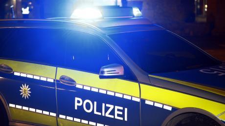 Die Dießener Polizei ermittelt in zwei Fällen von Unfallflucht: In Greifenberg gab es einen Streifzusammenstoß und in Dettenhofen wurde ein Zaun angefahren.