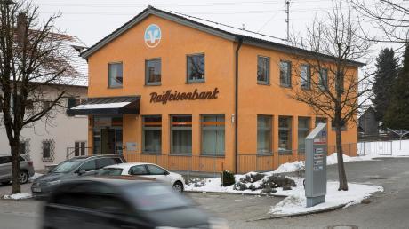 Die VR-Bank Starnberg-Herrsching-Landsberg schließt unter anderem ihre Filiale in Rott. Jetzt formiert sich Widerstand im Ort.