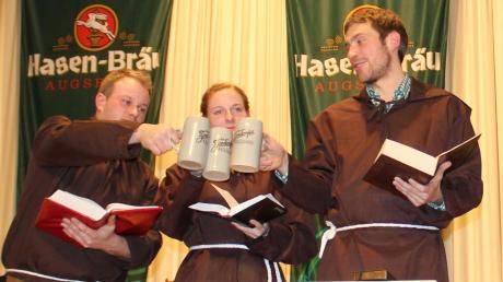 Sie lasen den Burchingern beim Starkbierfest in Prittriching die Leviten (von links): Florian Weber, Johanna Drexl und Annalena Weber.