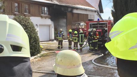 Beim Brand eines Traktors ist am Dienstagnachmittag in Prittriching nach ersten Schätzungen ein Sachschaden von rund 100.000 Euro entstanden.
