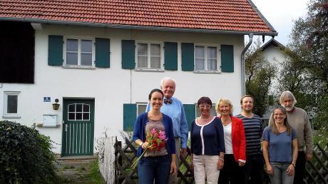 Die Gründungsmitglieder der Wohngenossenschaft vor dem Kracherhof (von links): Stefanie Merlin, Alfred Sunder-Plassmann, Reinhild Kirsch, Dagmar Schmidt, Sebastian Neu, Brigitte Ruf-Maier und Egmont Wolff.