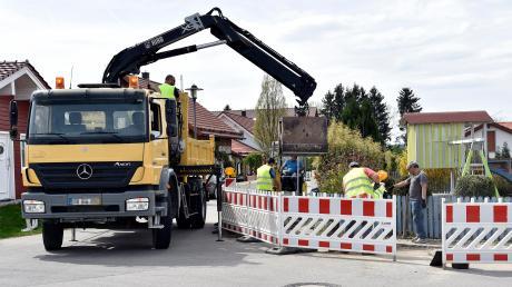 Die Arbeiten für den Breitbandausbau in Apfeldorf gehen voran, aber es gibt Kritik.