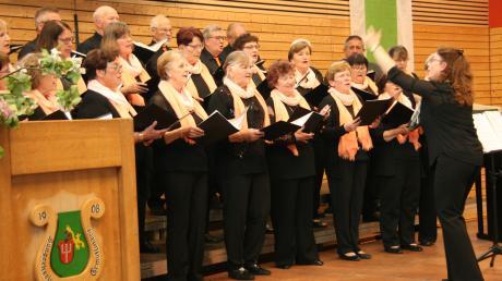 Der Sängerkreis Egling unter der Leitung von Veronika Graser. Der Verein feierte sein 110-jähriges Bestehen.