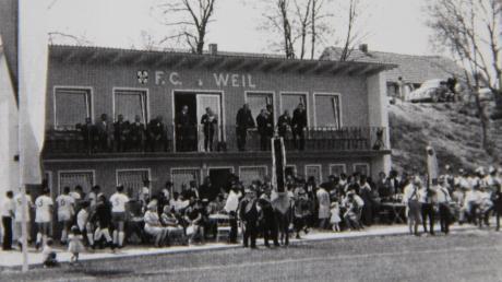 Ein Foto aus vergangenen Tagen. Das alte Sportheim am Sportplatz in Weil bei seiner Einweihung im Jahr 1967.