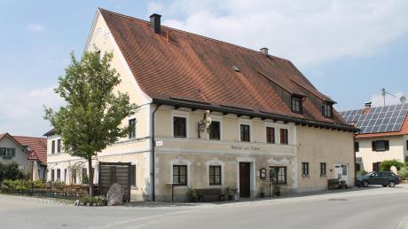 Seit vergangenem Jahr ist die Gemeinde Hofstetten Eigentümer das Gasthofs Zum Löwen in Hagenheim, wo auch die jüngste Bürgerversammlung stattfand. Dabei begründete Bürgermeister Benedikt Berchtold den Erwerb des Gebäudes.