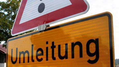Derzeit stehen Straßenbauarbeiten im Landkreissüden an. Zwischen Rott und Wessobrunn werden Schäden behoben.