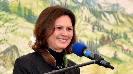 Vor rund 300 Besuchern sprach Bauministerin Ilse Aigner (CSU) im Scheuringer Festzelt.