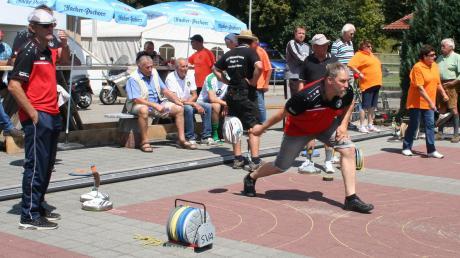 Tennis, Eisstockschießen (Foto) und Fußball standen bei der Jubiläumsfeier des SV Apfeldorf im Mittelpunkt.
