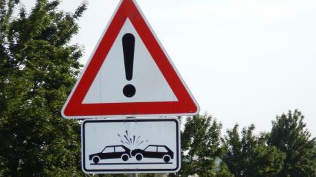 Zwei Frauen wurden bei einem Unfall in Scheuring verletzt.