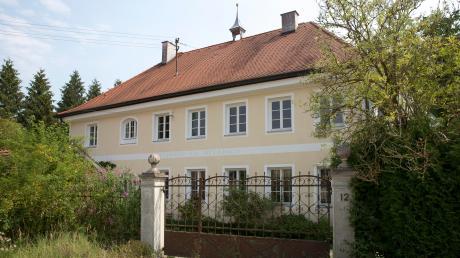 Das Wohngebäude der alten Klostermühle als Tagungsort? Mit den Umbauplänen ist der Gemeinderat Windach nicht einverstanden.
