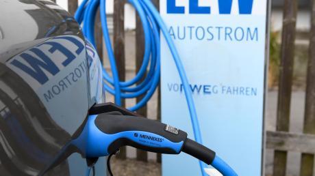 Im südlchen Landkreis Landsberg sind jetzt zwei Stromtankstellen eröffnet worden. Sie stehen in Apfeldorf und Unterdießen.