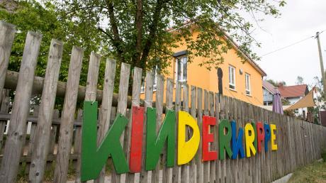 """In der Kindertagesstätte """"Farbenfroh"""" in Hurlach wird es eng. Sie muss erneut erweitert werden, es fehlen Räume für zwei Gruppen."""