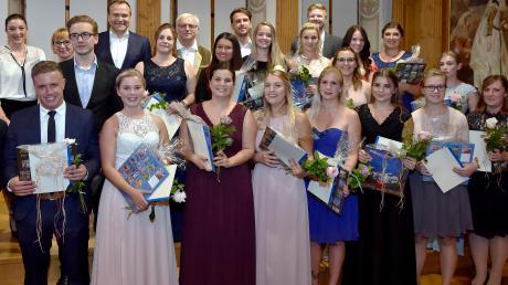 Bei einer Feier im Festsaal des Historischen Rathauses in Landsberg erhielten 19 Absolventen der Berufsfachschule für Krankenpflege ihr Examen. <b>Foto: Thorsten Jordan</b>