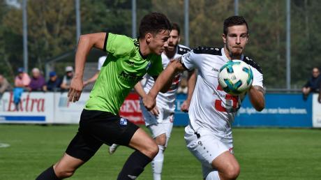 Sebastian Gilg (weißes Trikot) gehörte jahrelang zu den Stammspielern des TSV Landsberg. Vergangene Saison beendete er seine aktive Karriere – jetzt ist er als Abteilungsleiter zu den TSV-Fußballern zurückgekehrt.