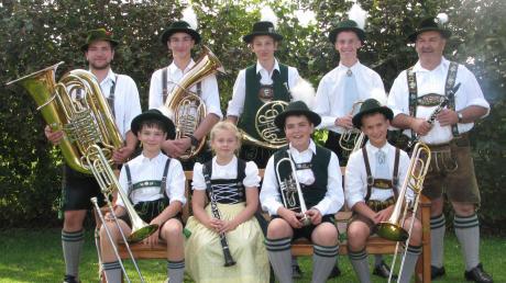 """Die """"Lechroaner Jungbläser"""" vom gastgebenden Epfacher Trachtenverein sind die jüngste unter den 22 Gruppen des großen Volksmusiktages."""